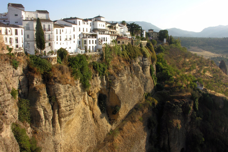 Una ruta para hacer en coche por 20 de los pueblos más curiosos y bonitos de Andalucía