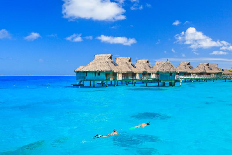 5 destinos tropicales para alojarse en resorts overwater for Bungalows sobre el agua en mexico