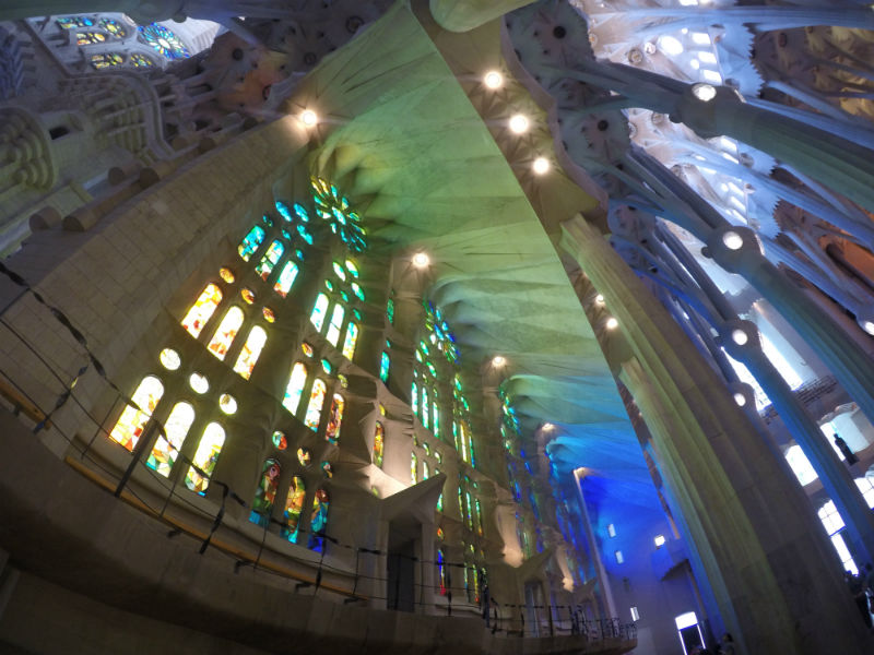 interior-sagrada-familia-10